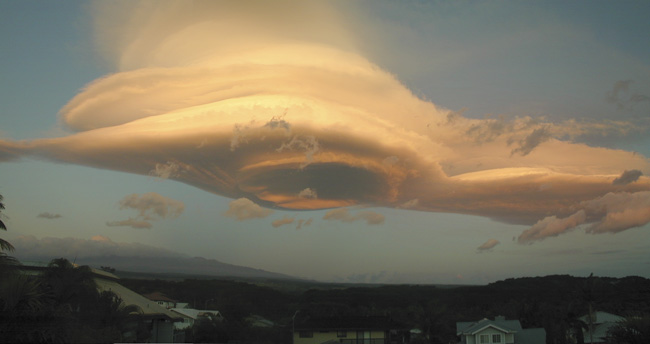 Peter Michaud picture of the same cloud.